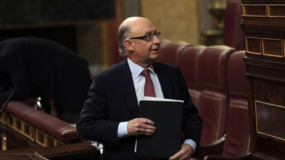 Foto: El ministro de Hacienda, Cristóbal Montoro, en la tribuna del Congreso de los Diputados. (EFE)