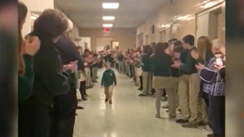 Emocionante recibimiento en el colegio a un niño de 6 años tras vencer al cáncer