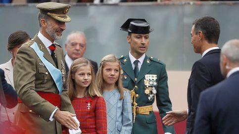 Sánchez, recibido con pitos y abucheos a su llegada al desfile del 12-O