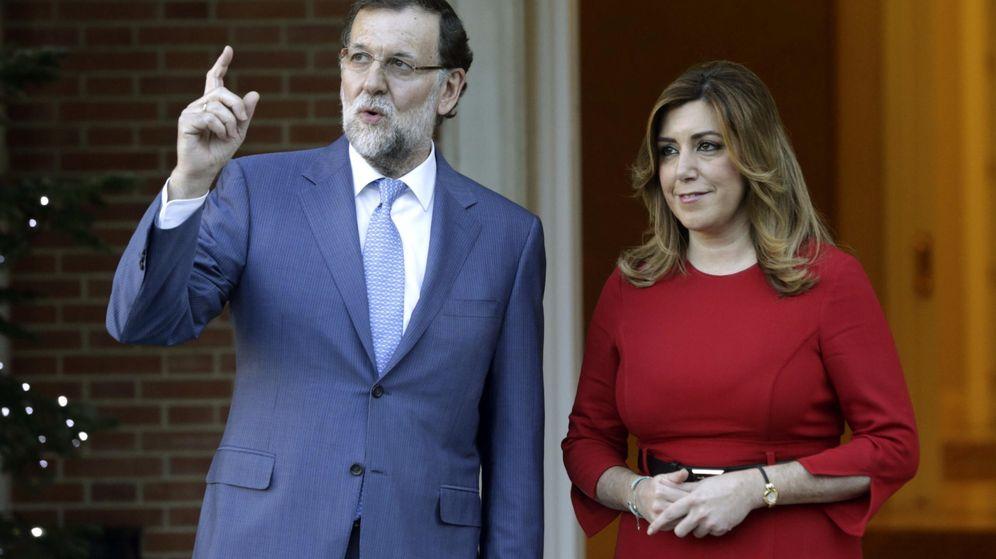 Foto: Fotografía de archivo del presidente del Gobierno en funciones, Mariano Rajoy (i), recibe a la presidenta de Andalucía, Susana Díaz. (EFE)