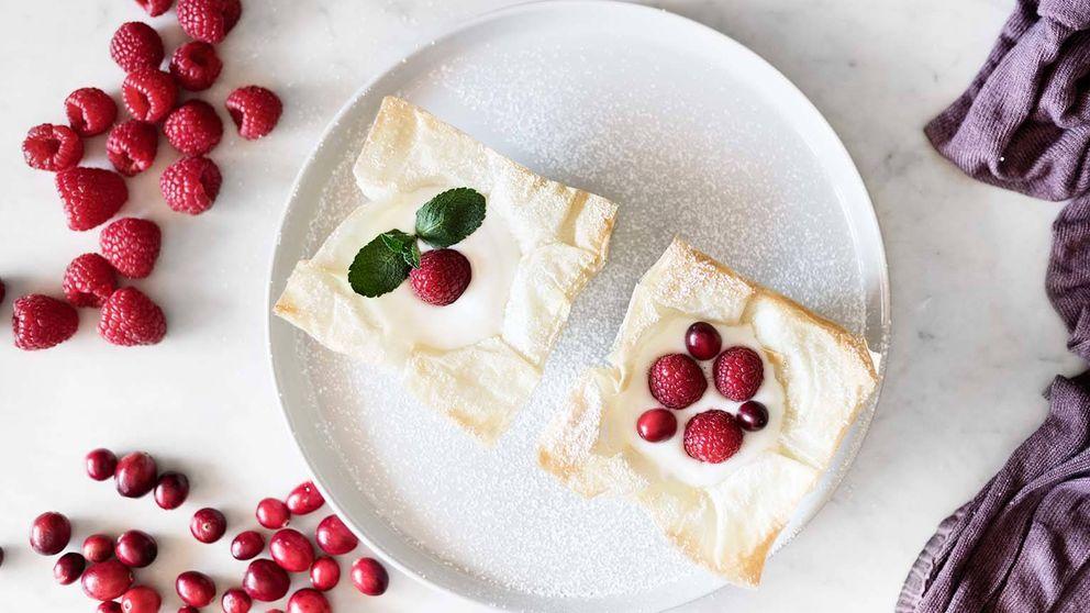 Tartaletas de pasta filo, yogur y frambuesa: crujientes copas