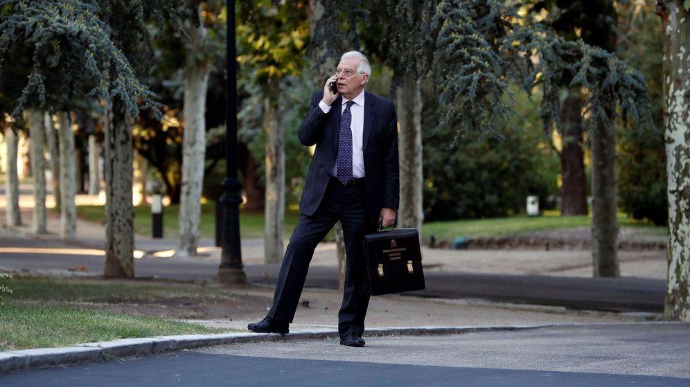 Foto: Josep Borrell, a su llegada a la reunión del Consejo de Ministros del viernes. (EFE)