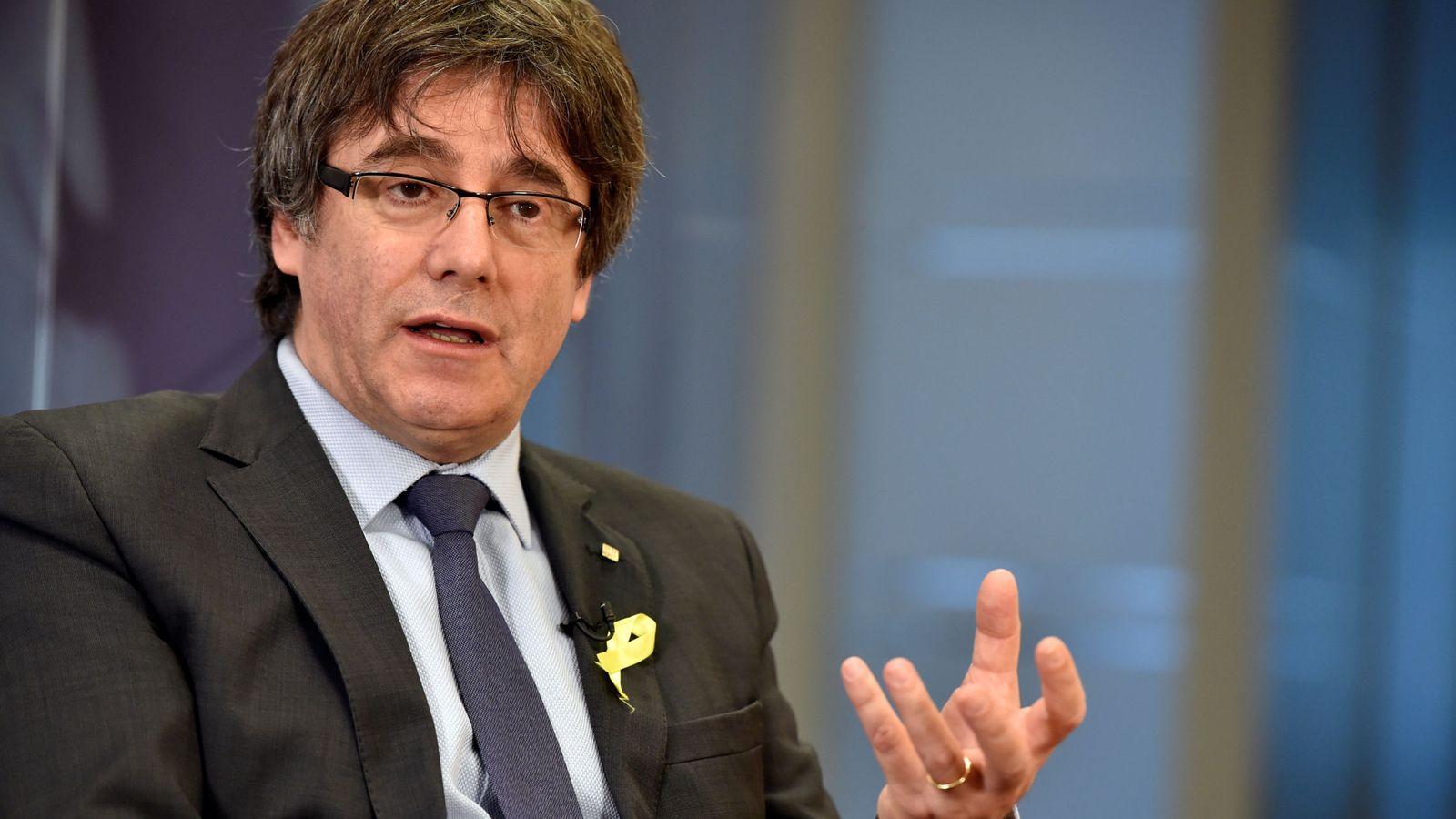 Foto: El 'expresident' de la Generalitat Carles Puigdemont, durante una entrevista. (EFE)