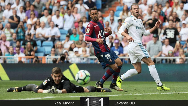 Foto: Bale se lamenta tras una ocasión fallada durante el Real Madrid-Levante. (Reuters)