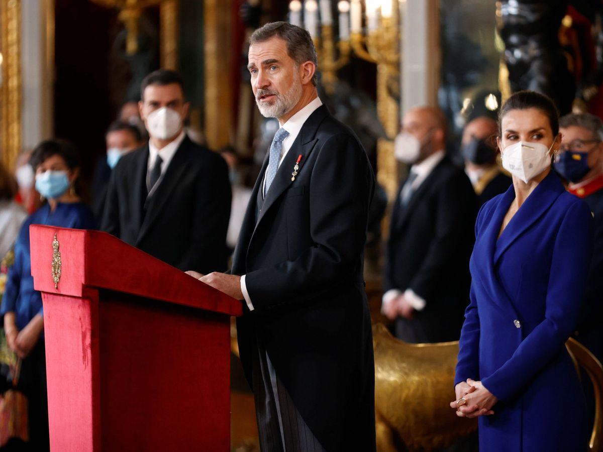 Foto: El rey Felipe VI, acompañado de la reina Letizia. (EFE)