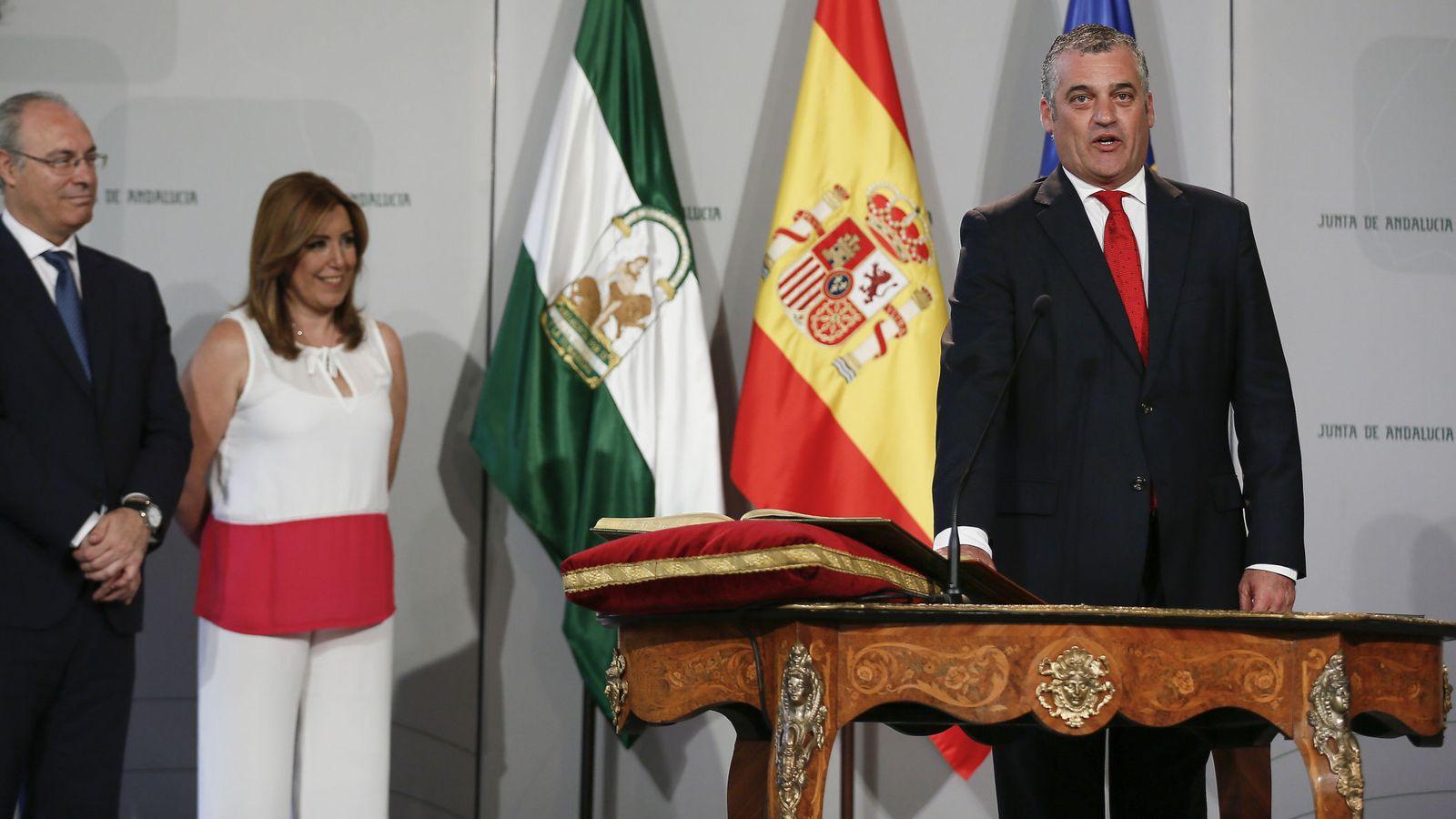 Foto: El consejero de Empleo, Empresa y Comercio, Javier Carnero Sierra, durante el acto de toma de posesión. (EFE)