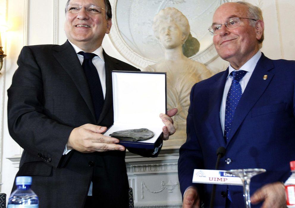 Foto: El presidente de la Comisión Europea, José Manuel Durao Barroso (i), junto al rector de la Universidad Internacional Menéndez Pelayo, César Nombela (d) (Efe)