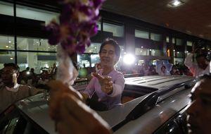 La Nelson Mandela de Birmania pierde su brillo pero recibe premios en Europa