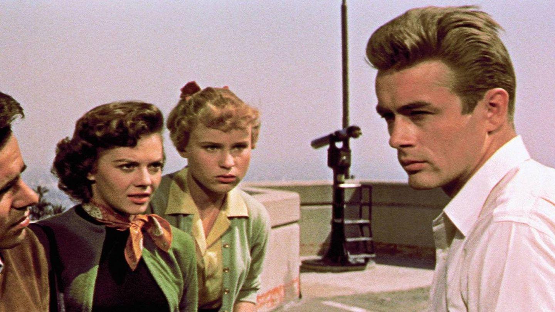 James Dean, junto a Natalie Wood y Sal Mineo en 'Rebelde sin causa'. (CP)