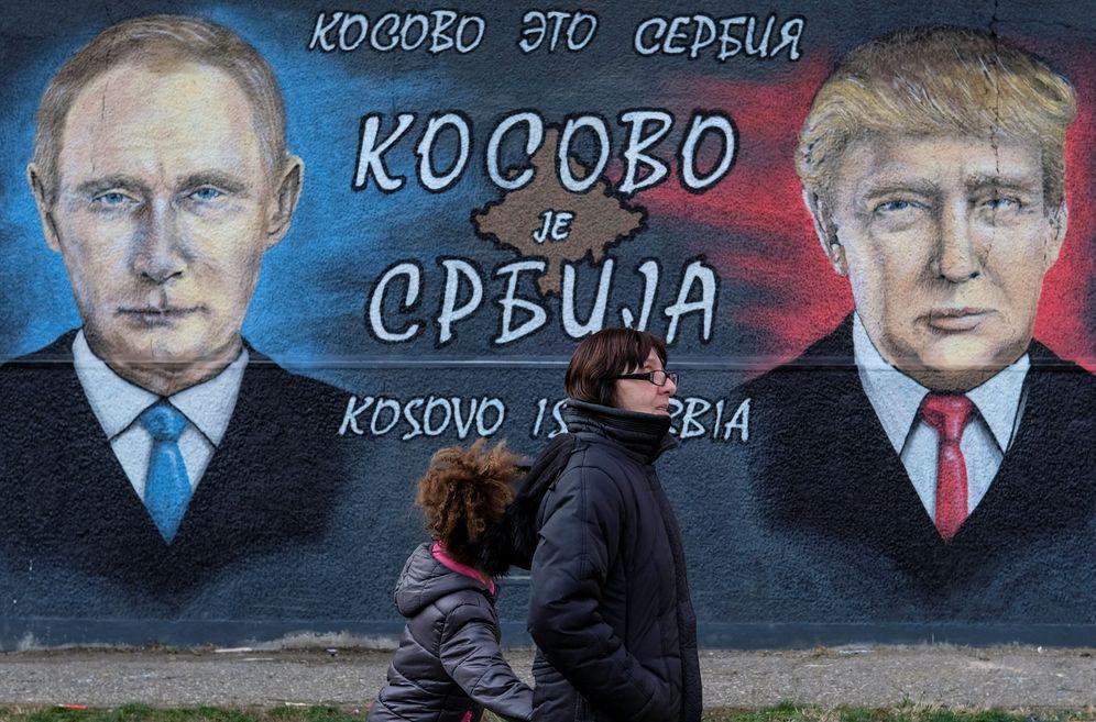 Foto: Un mural de Donald Trump y Vladimir Putin en Serbia. (Reuters)