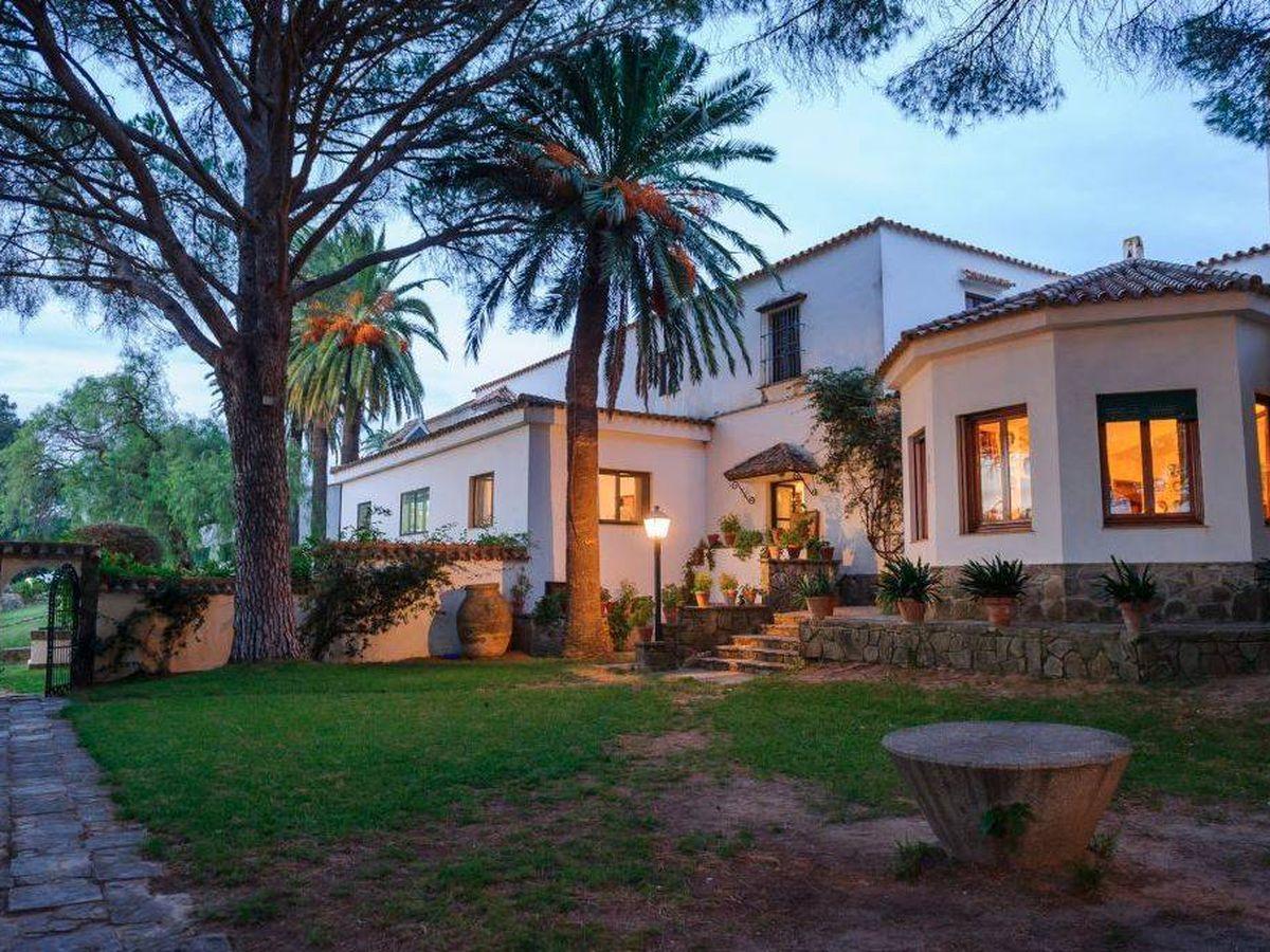 Foto: Exterior de la finca Los Alburejos. (www.fincalosalburejos.com)