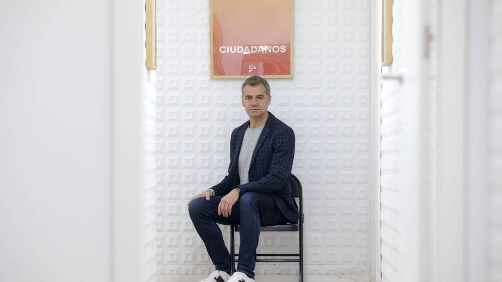 Foto: Toni Cantó, en la sede de Ciudadanos en Valencia. (Marga Ferrer)