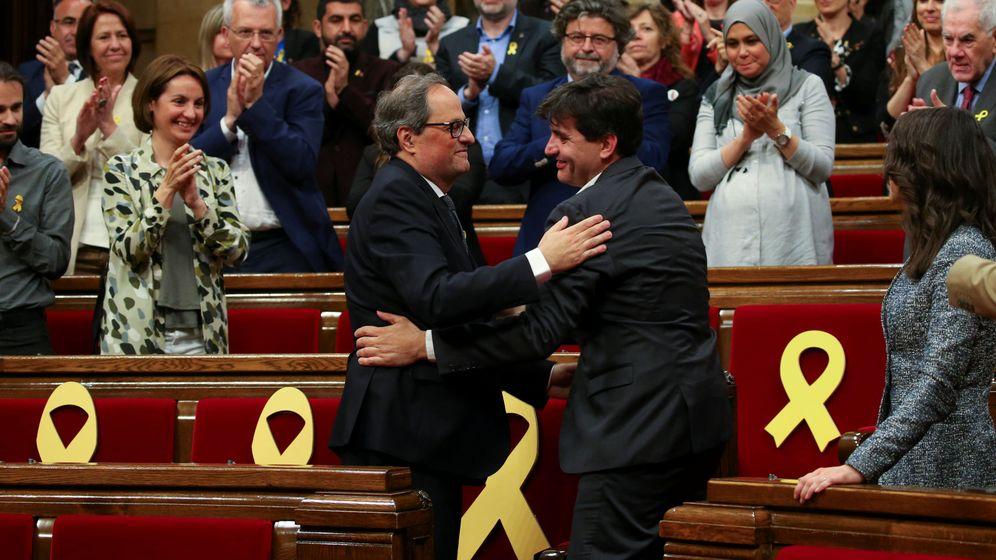 Foto: El presidente de la Generalitat, Quim Torra, y el portavoz de ERC, Sergi Sabrià, en el Parlament. (Reuters)