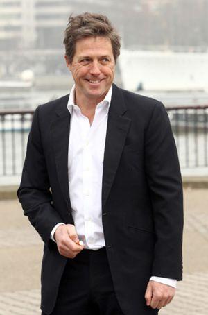 Hugh Grant se venga de la prensa y de las escuchas ilegales a famosos