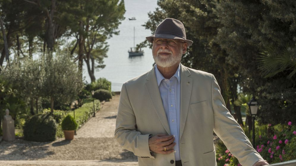Foto: Alberto Manguel en el hotel Formentor (EFE)
