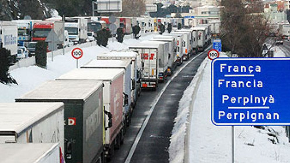 Cinco mil camiones se quedan bloqueados en Girona al no poder cruzar a Francia