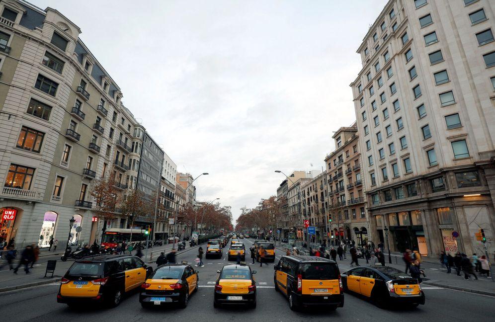 Foto: Taxistas bloqueando la Gran Via barcelonesa durante la protesta. (Reuters)
