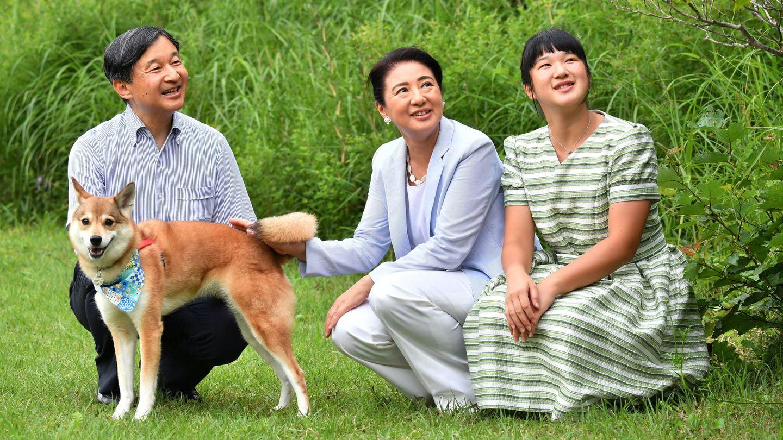 Aiko junto a sus padres, en una imagen de archivo. (EFE)