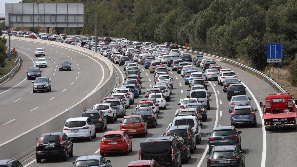Foto: Hay determinadas horas en las que la congesión de tráfico es mucho mayor (EFE)