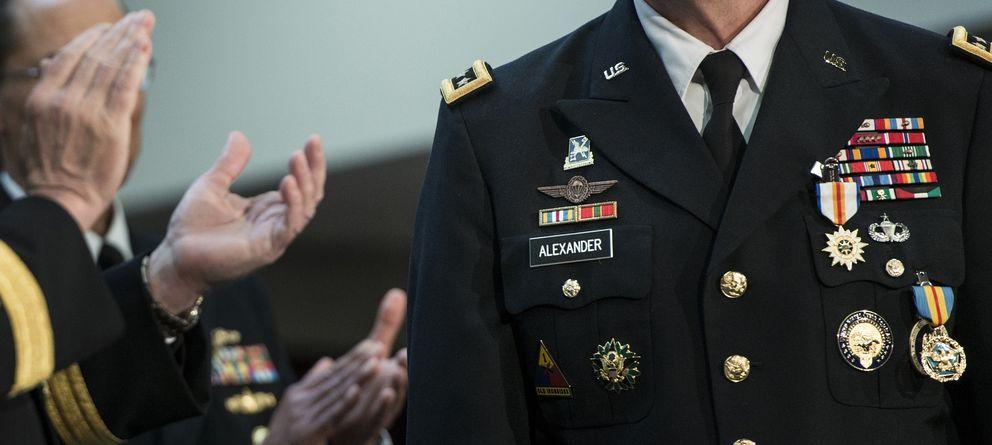 Foto: Militares aplauden al general Keith B. Alexander durante su ceremonia de despedida de la NSA en Fort Meade, Maryland (Reuters).