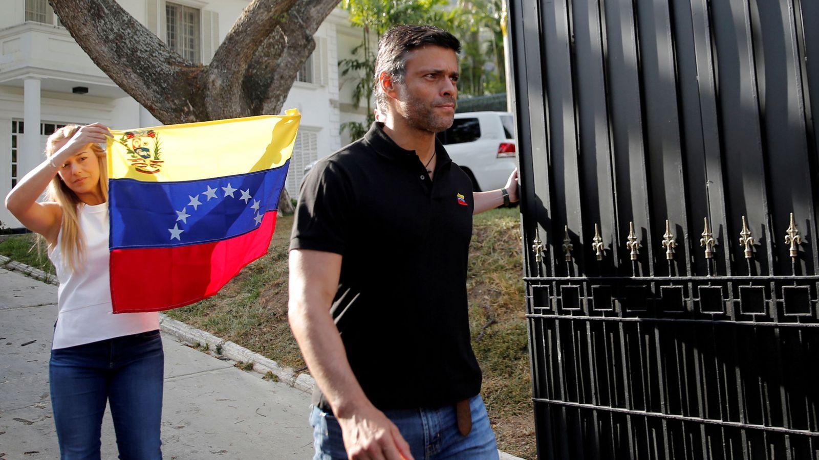 Foto: Leopoldo López y su mujer, Lilian Tintori. (Reuters)
