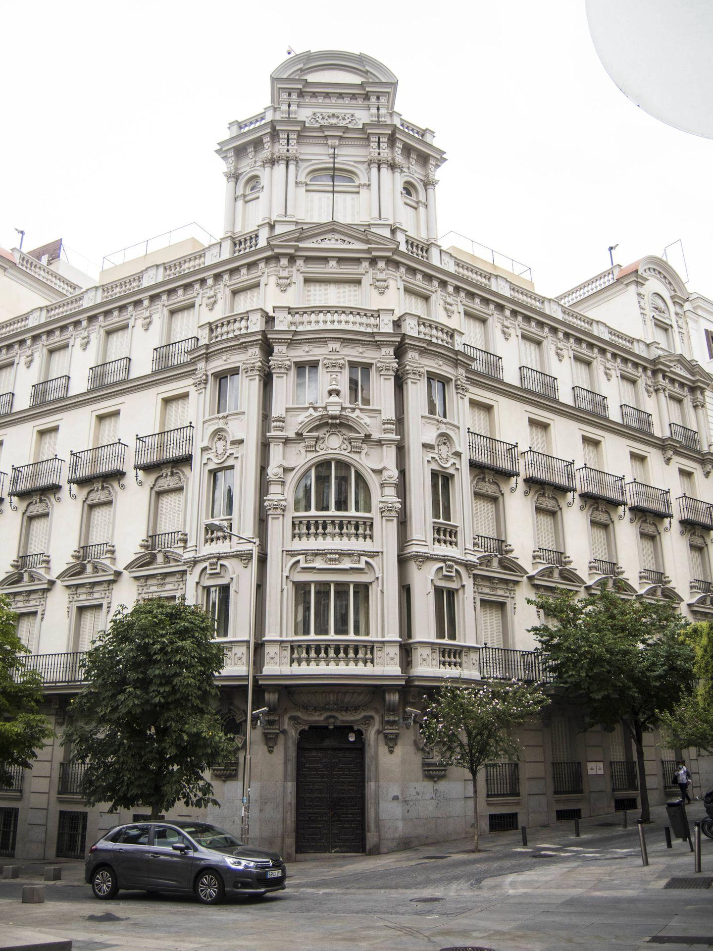 El edificio situado en la plaza de las Cortes 9. (C. Castellón)