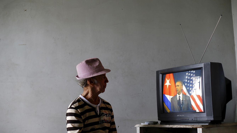 Foto: Un cubano sigue en televisión el discurso de Barack Obama en La Habana, el 22 de marzo de 2016 (Reuters).