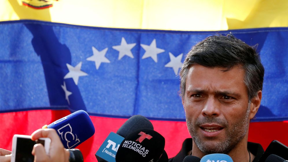 Foto: Leopoldo López compareciendo ante los medios. (Reuters)