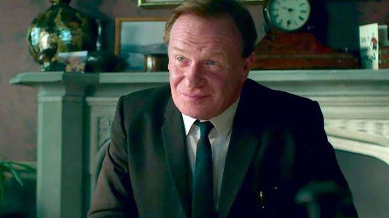 Mark Lewis Jones, interpretando a Edward Millward en 'The Crown'. (Netflix)