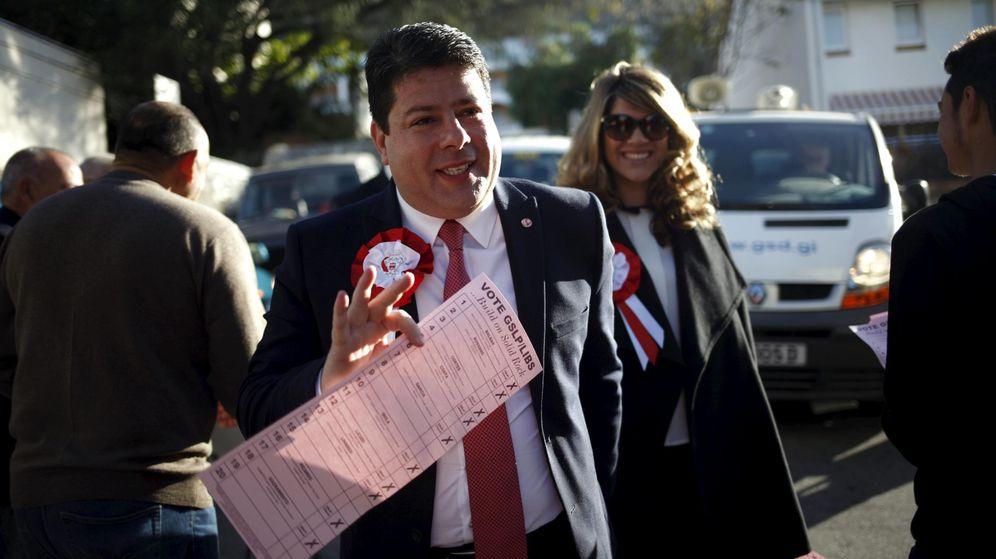 Foto: Fabian Picardo y su mujer al ir a depositar su  voto (Reuters)