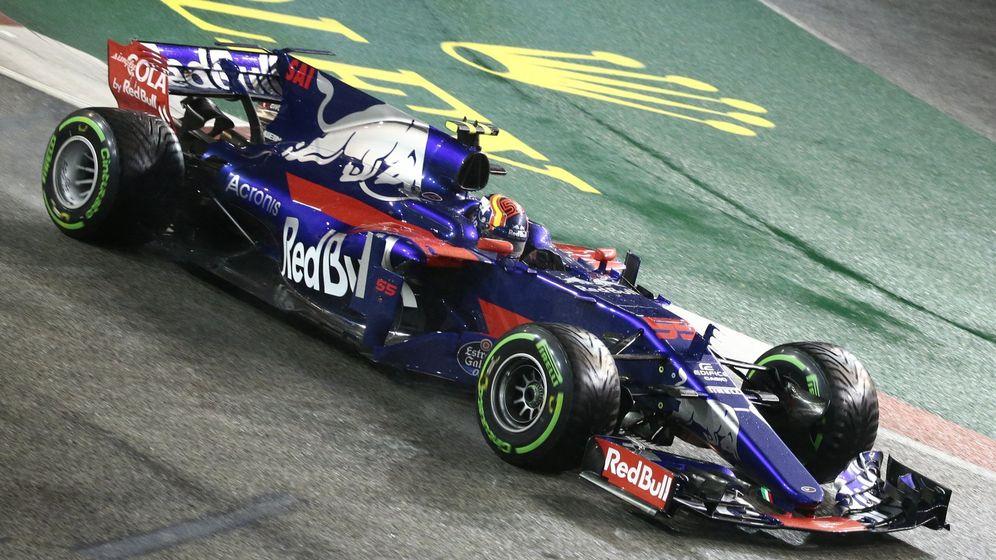 Foto: Carlos Sainz impresionó más que nunca al volante del Toro Rosso al ser cuarto en Singapur. (EFE)