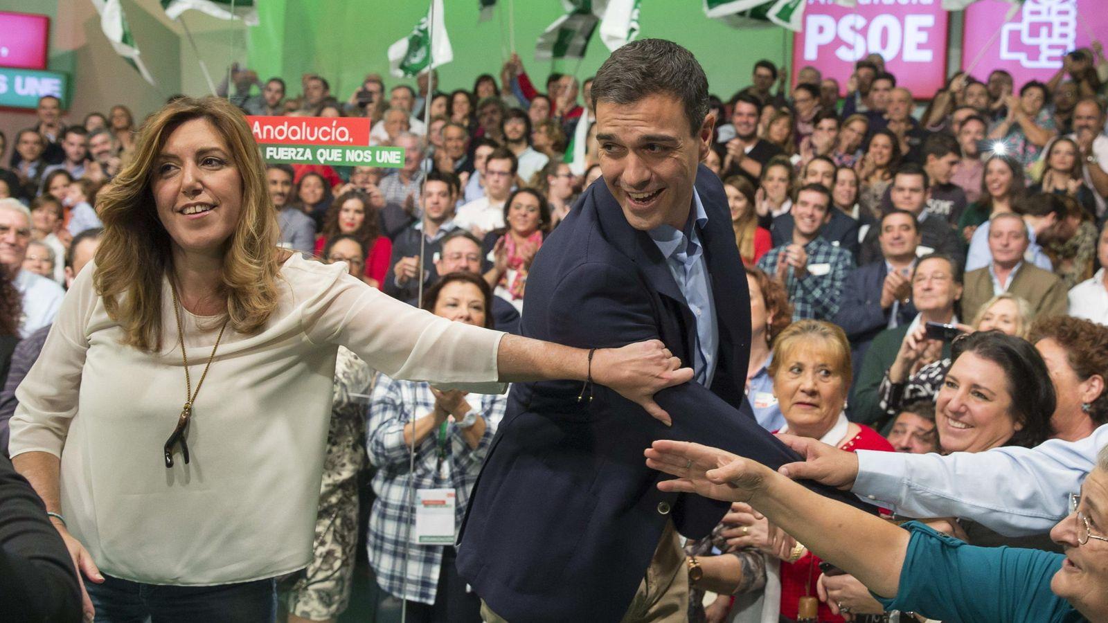 Foto: Susana Díaz y Pedro Sánchez, en un mitin en Sevilla el 8 de noviembre de 2014. (EFE)