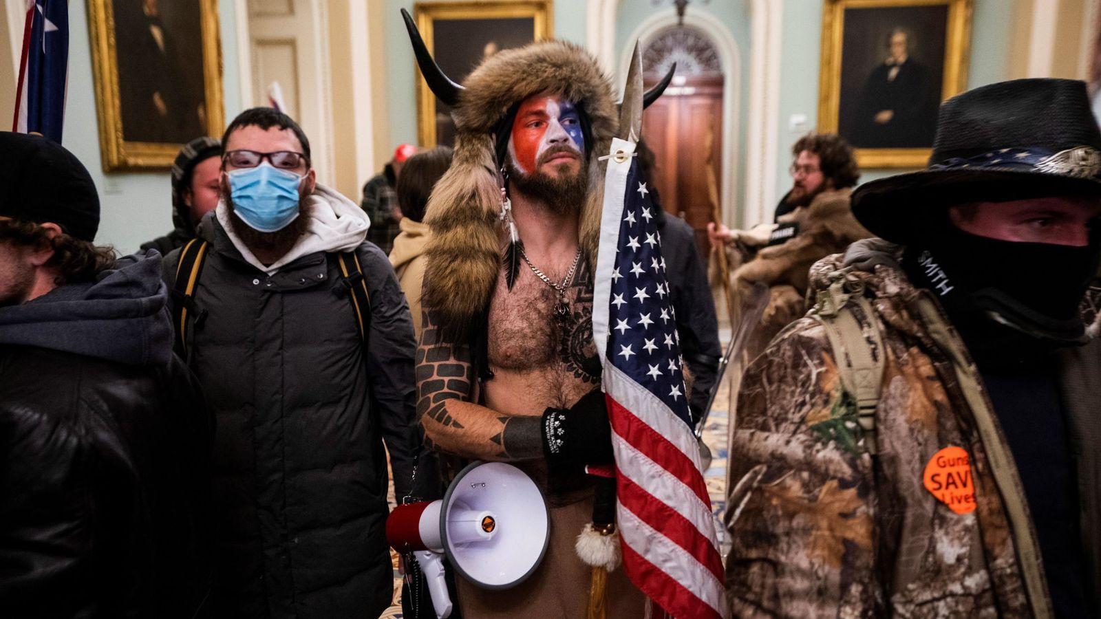 Estados Unidos (EEUU): Despedidos después de participar en el asalto al Capitolio y ser identificados