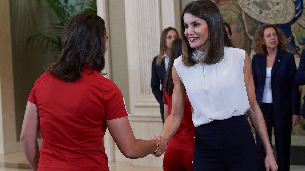 Obsesión, by Letizia: suma una nueva camisa blanca y ya van...