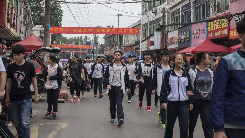 Viaje al pueblo chino donde estudian 16 horas al día: Este examen puede cambiar tu vida