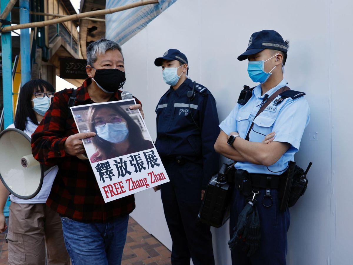 Foto: Protesta en Hong Kong contra la detención de Zhang Zhan, ayer. (Reuters)