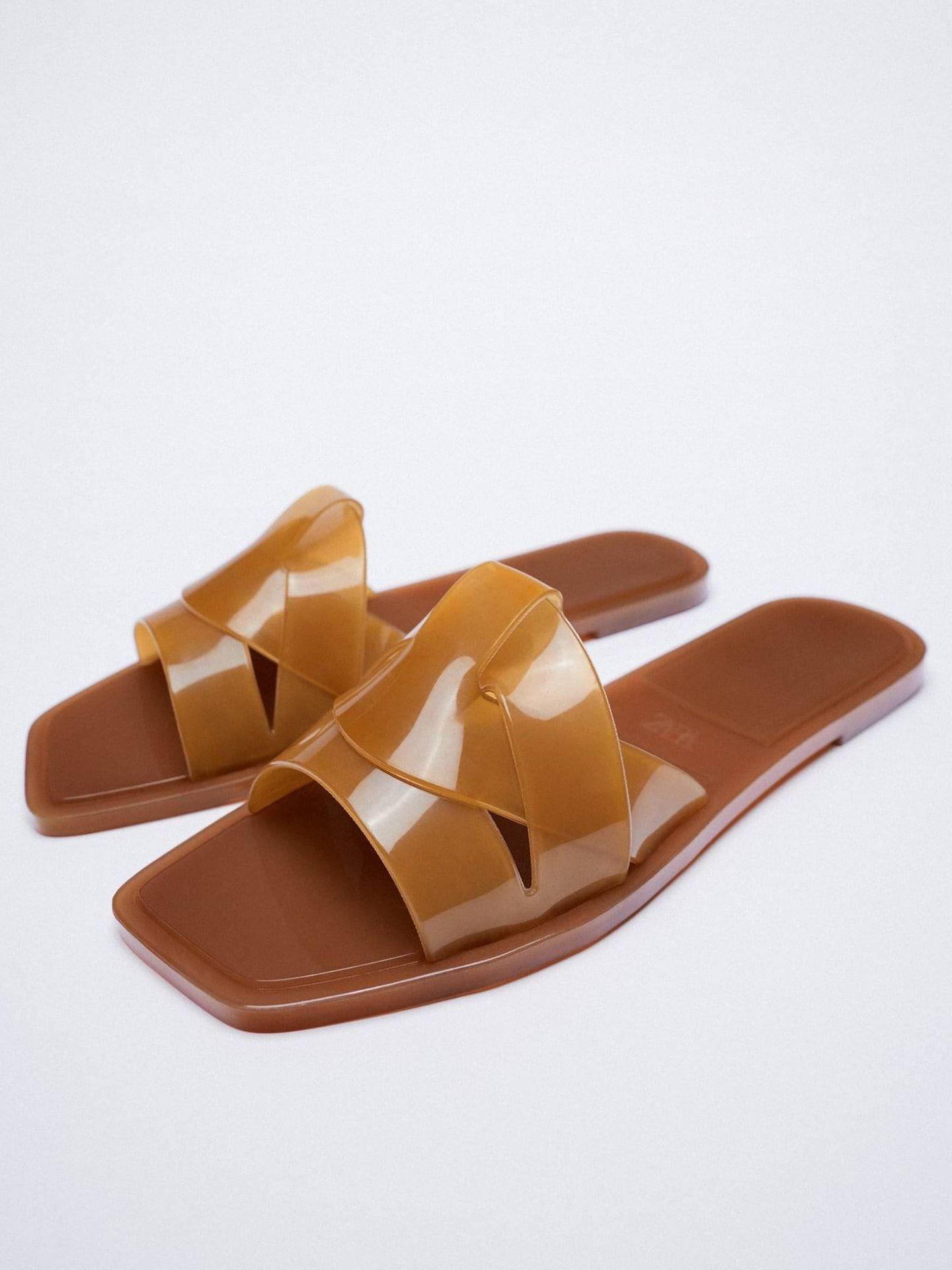 Sandalias engomadas de Zara. (Cortesía)