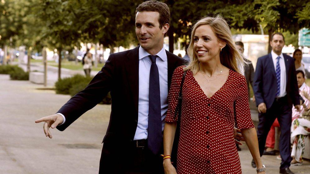 Foto: Pablo Casado e Isabel Torres, en un acto de fin de campaña. (EFE)