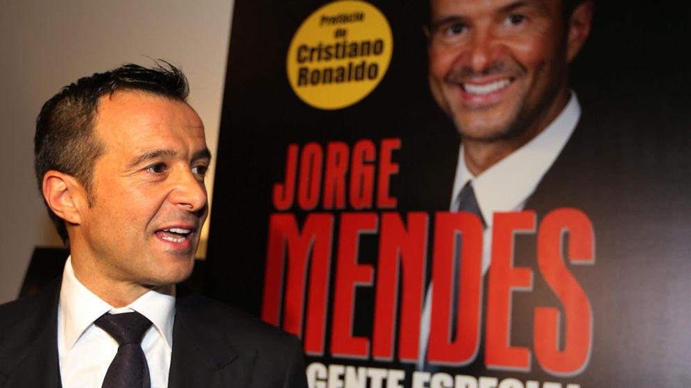 Foto: Jorge Mendes, en la presentación de su biografía (Efe).