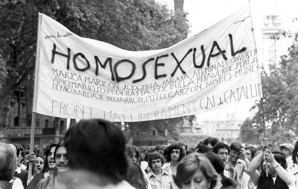 Foto: Primera manifestación de liberación homosexual en Barcelona (FAGC)