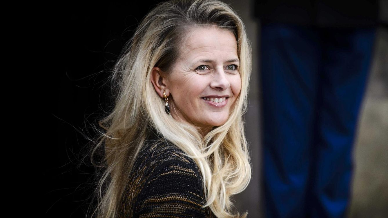 Mabel de Holanda vuelve a la agenda oficial para homenajear a su marido