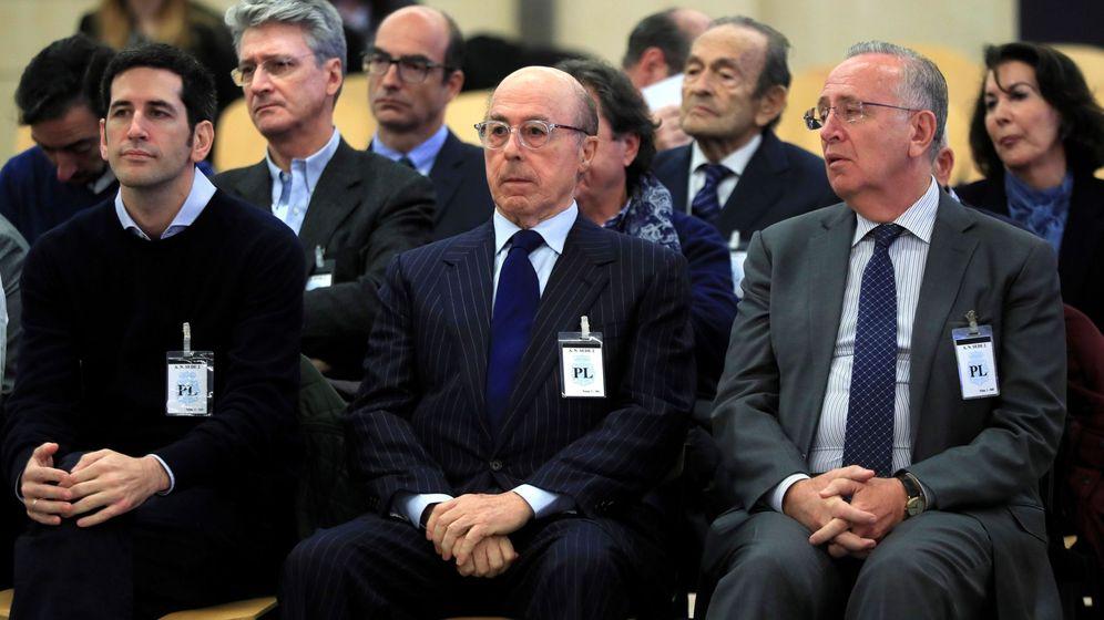 Foto: El antiguo presidente del grupo Pescanova Manuel Fernández de Sousa (d), junto a los máximos responsables de la empresa entre 2009 y 2013 (Efe)