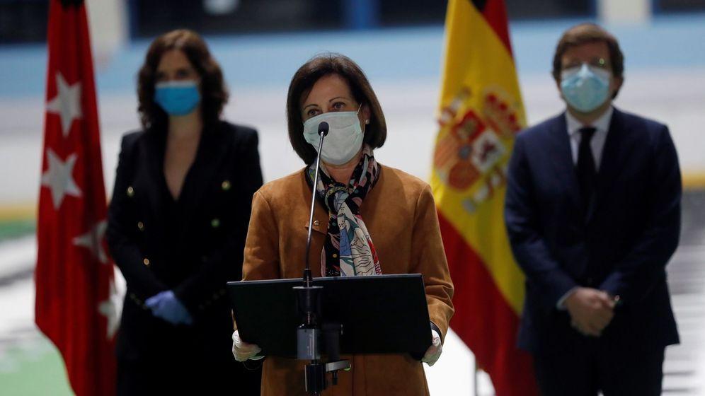 Foto: La ministra de Defensa, Margarita Robles (c) junto con el alcalde de Madrid, José Luis Martínez-Almeida (d) y la presidenta de la Comunidad, Isabel Díaz Ayuso (i). (EFE)