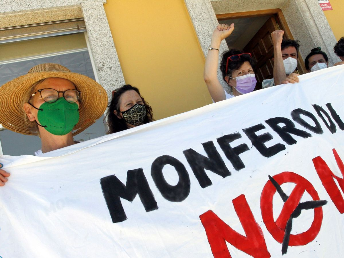 Foto: Protesta en Galicia contra la instalación de un parque eólico. (EFE)