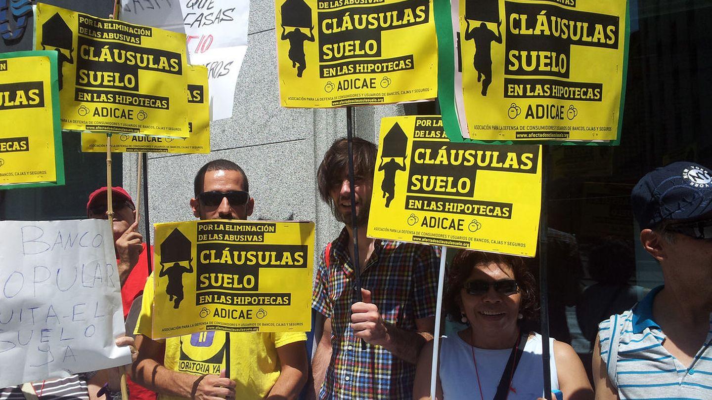 Protesta contra las cláusulas suelo de las hipotecas. (EFE)