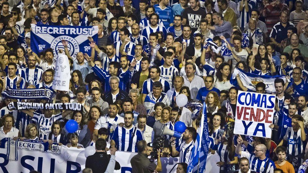 Foto: Manifestación de apoyo al Recreativo de Huelva (Julián Pérez/EFE)