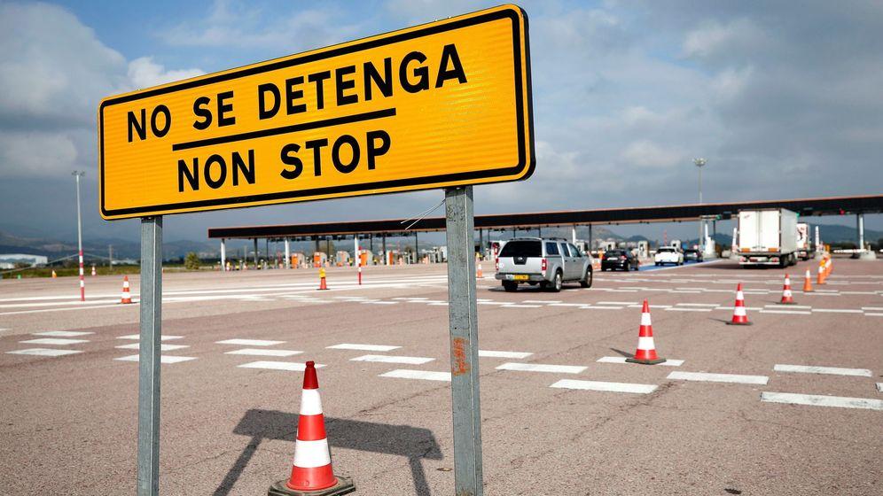 Foto: Una señal avisa de que las barreras de la autopista AP-7 están abiertas. (EFE)