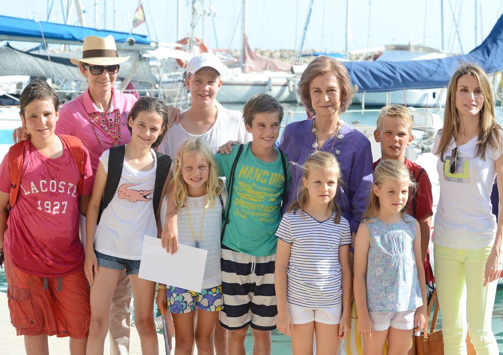 Foto: La Reina Sofía junto a sus ocho nietos (Gtres)