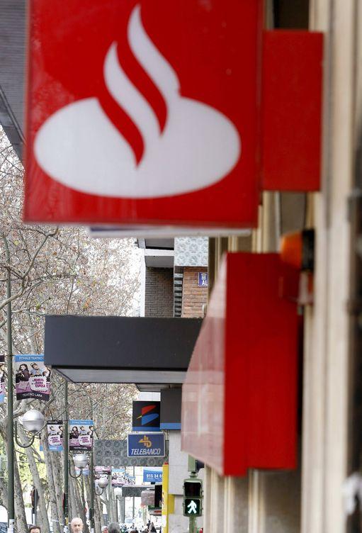 Bancos espa oles santander activa la venta de su casero for Oficinas la caixa santander