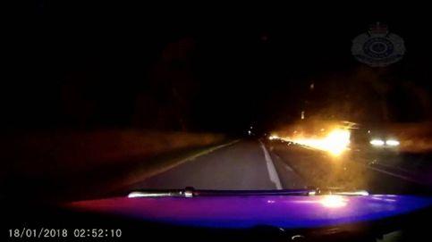 Un hombre circula con un remolque en llamas durante 20 kilómetros